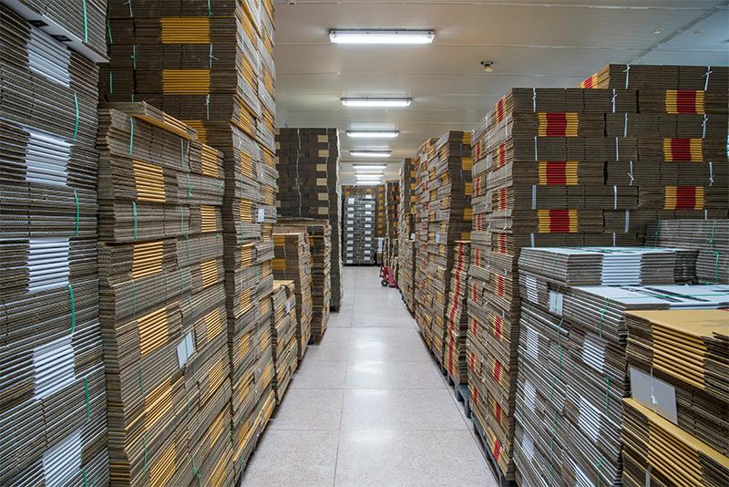Scatole di cartone in magazzino